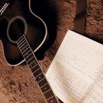 アコースティックギターを短期で弾き語る練習方法は??